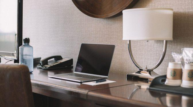 Kiedy hotel może odmówić przyjęcia rzeczy do depozytu? Popularne przypadki odmowy przyjęcia depozytu przez hotel.