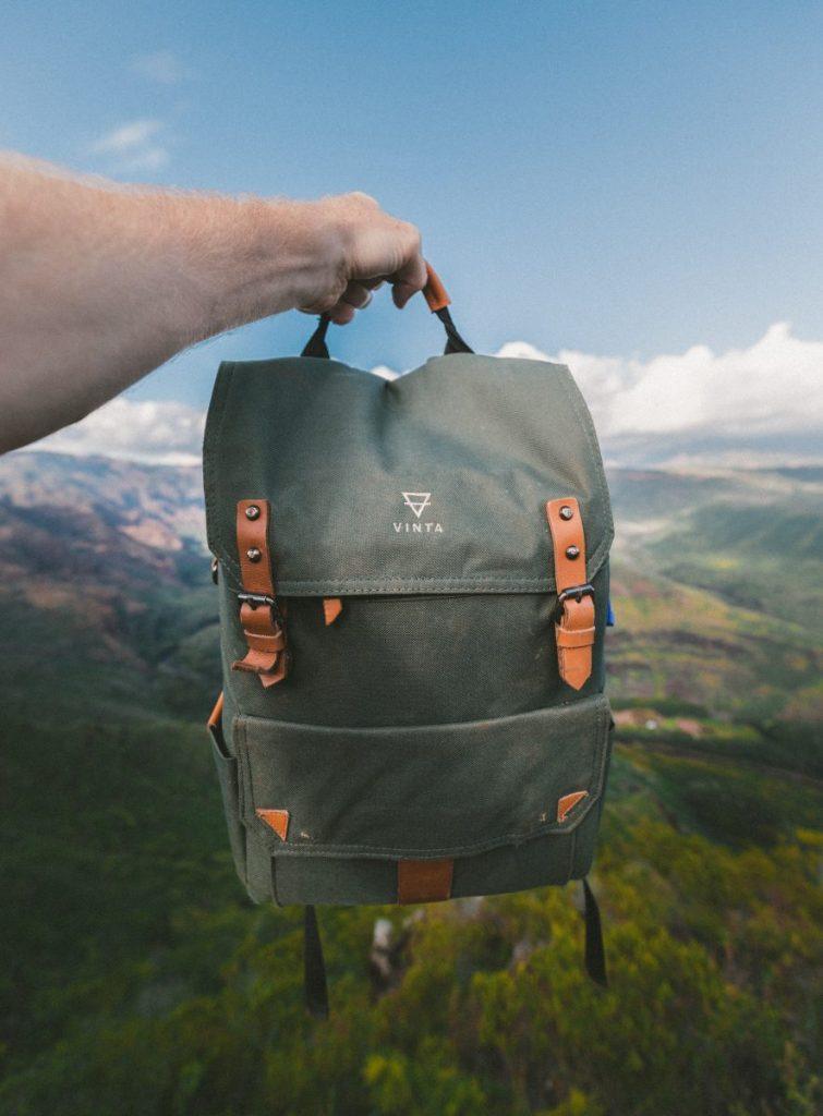 Pakowanie plecaka turystycznego wg listy. Przygotuj listę niezbędnych rzeczy do spakowania w podróż.